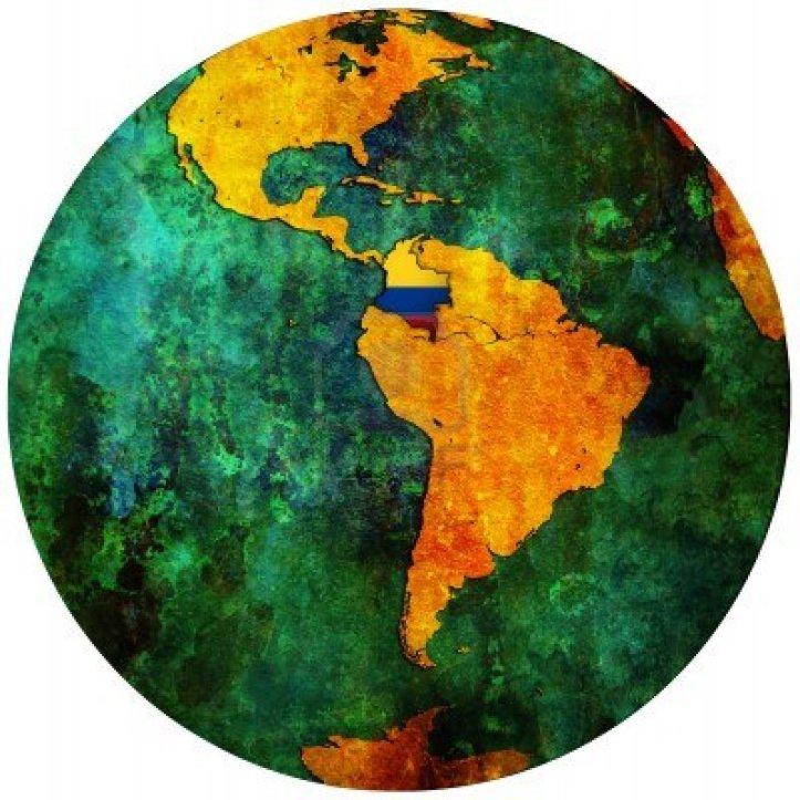 Gabriel García Márquez es colombiano. Ahí el mapa, Colombia, marcada con los colores de su bandera.