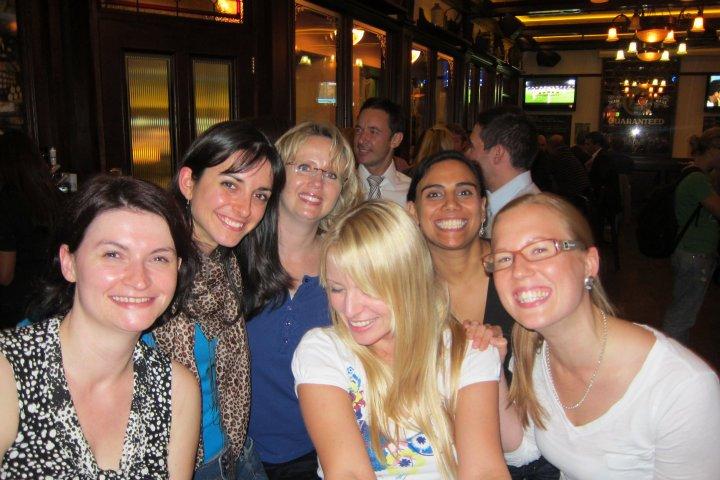 Mariana es la segunda de derecha a izquierda.