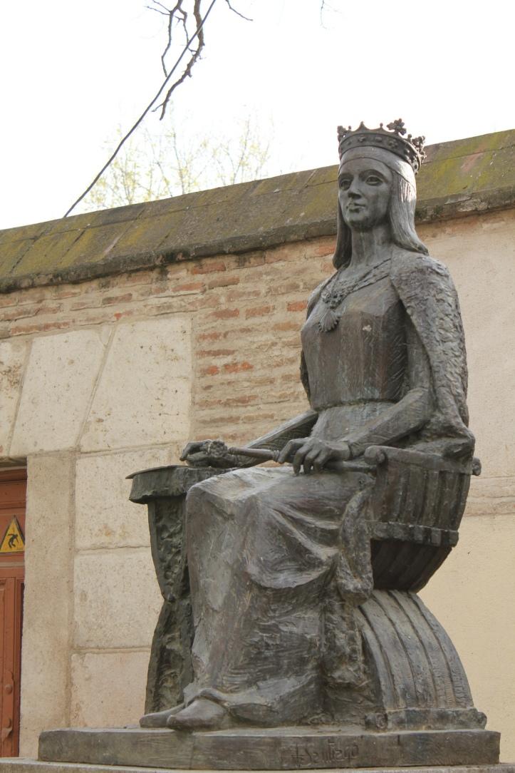 Estatua de Isabel en Alcalá de Henares