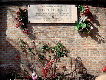 Monumento a las 13 rosas.