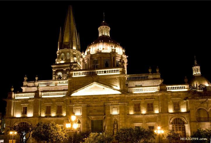 Catedral de Guadalajara, de noche
