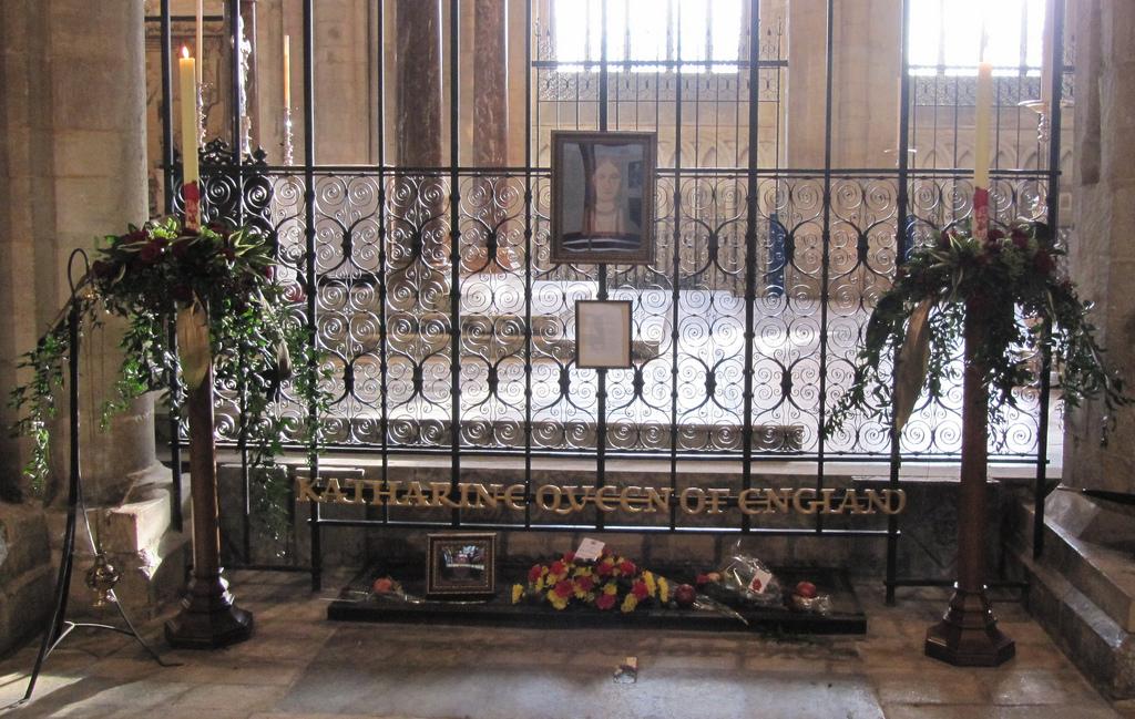 место захоронения анны болейн фото кроме евы, диктатора