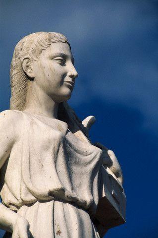 Estatua de Safo en Mitilene.