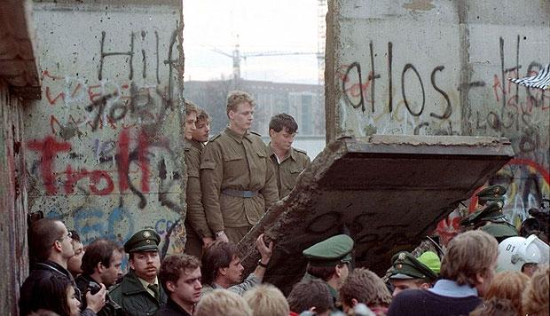 El muro de Berlín cayó el 9 de Noviembre, de 1989.