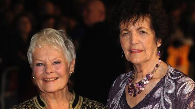 Philomena con Judy Dench, la actriz que la encarna en la película.
