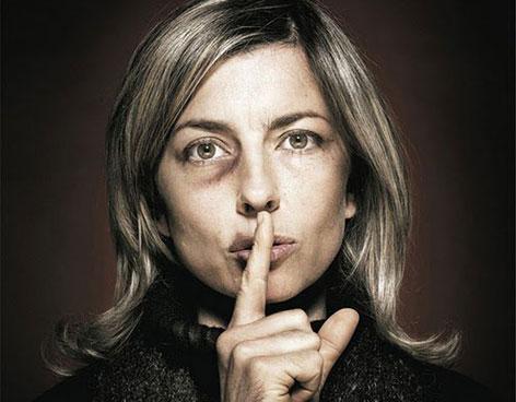 Las mujeres maltratadas callan al principio su infierno.