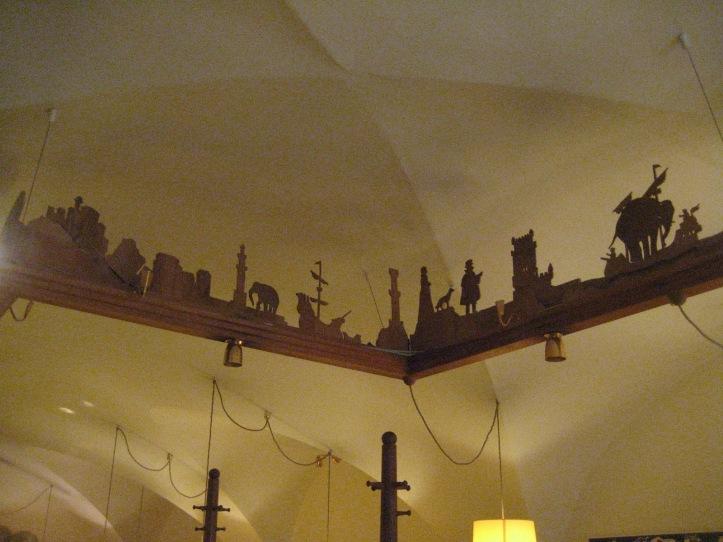 Interior del restaurante...figuras con el viaje del efefante. Foto tomada de: http://melissa-lifesurfer.blogspot.mx/2013/04/salzburg-austria-foodie-pix.html