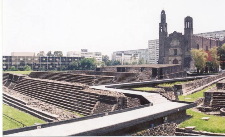 Plaza de las 3 culturas porque en ella convergen monumentos del Imperio Azteca, la Española y el México Moderno.