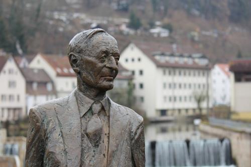 Estatua de Herman Hesse en la ciudad de Calw, Alemania, donde nació.