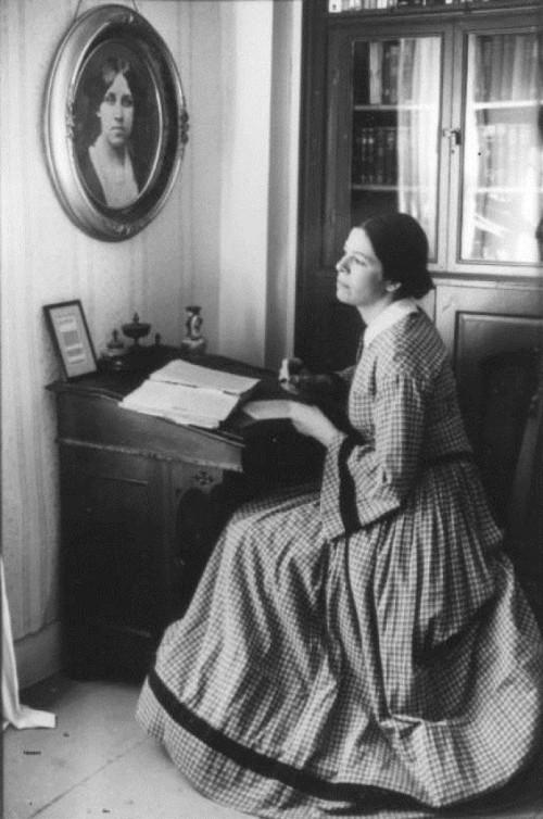 a Louisa M. Alcott le decían que no dejara de enseñar cuando rechazaban sus obras.