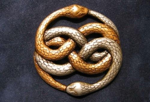 Auryn, el medallón que la princesa de fantasía entrega a sus protegidos.