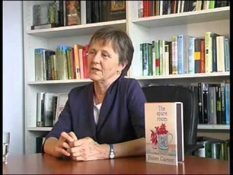 La autora al lado del libro (que bonita portada)