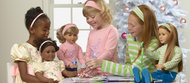 Del folleto de mytwinn, para que uno viera que hacían la muñeca parecida a la niña.