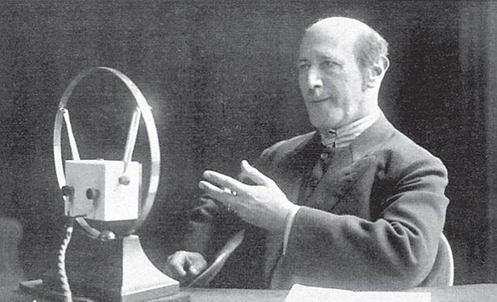 Alfred Kerr, que tenía un programa de radio en Berlín, antes de la Segunda Guerra Mundial.